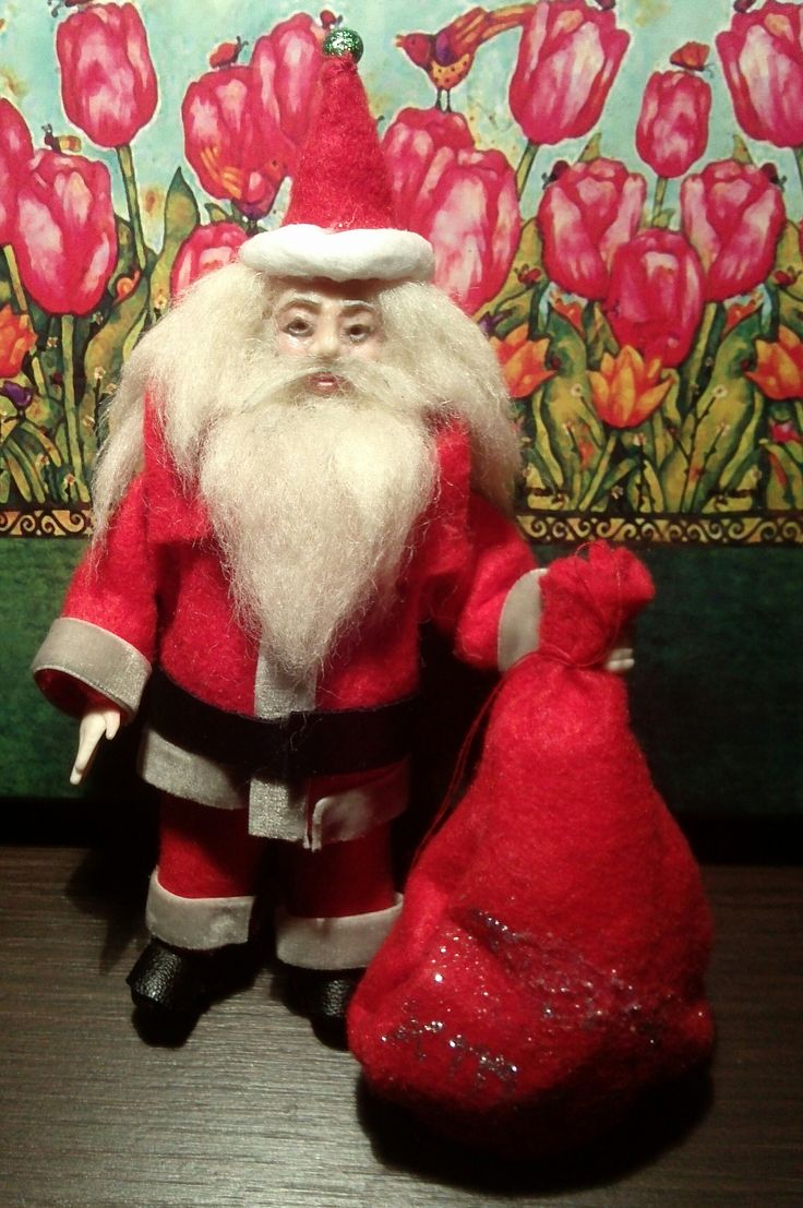hand sculpted 1:12 dollhouse scale polymer clay miniature santa claus  red/hat/black belt/boots/bag