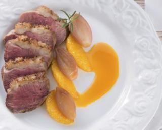Magret de canard, sauce miel et orange : http://www.fourchette-et-bikini.fr/recettes/recettes-minceur/magret-de-canard-sauce-miel-et-orange.html