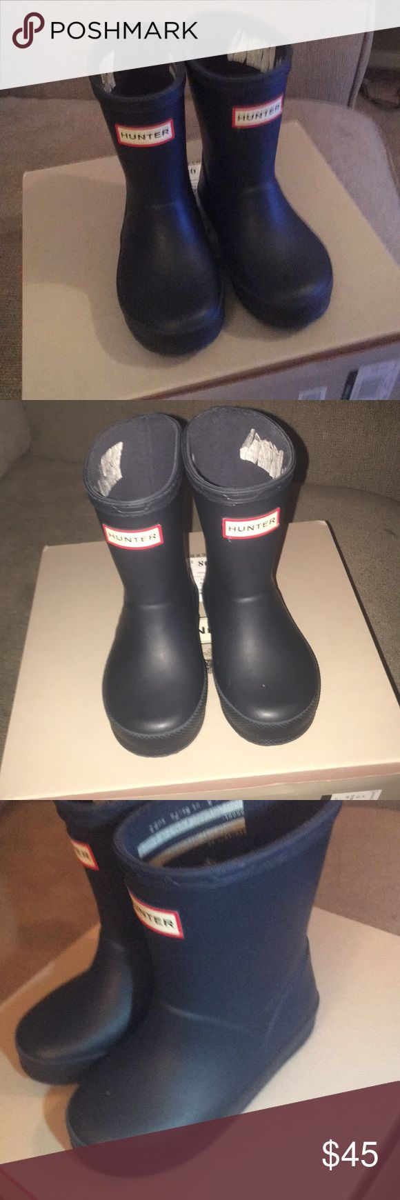 Unisex Toddler Hunter RainBoots NavyBlue 5 UK/6 US Toddler rain boots great for boys or girls. Purchased from Nordstrom about this time last year, they were too big and would just fall off my daughter. Once she grew into them they were her favorite shoes because she could put them on all by herself. It's a testament to hunter boots because these still look amazing! The only way you can see they are worn is inside the sticker is coming off (I think it's supposed to be taken off anyways) as…
