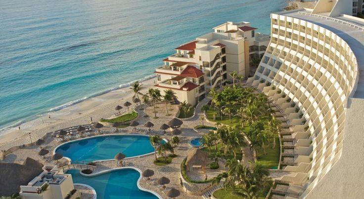 The Villas Cancun se encuentra en el corazón de la Zona Hotelera de Cancún y una hermosa ubicación entre la laguna Nichupté y el mar del Caribe