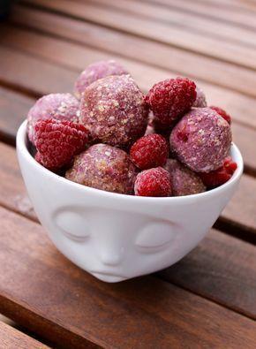 HIMBEER-KOKOS ENERGY BITES – vegane, zuckerfreie Snackbällchen ohne backen.