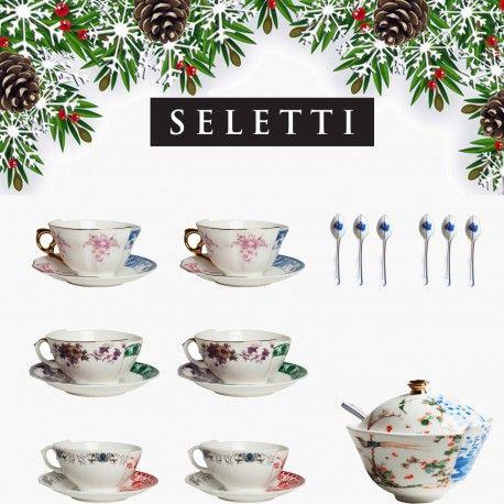 Arreda la tua tavola di Natale con Seletti Hybrid un'idea regalo originale e creativa composta da: 2 Set da 3 Cucchiaini Caffè Armilla, 1 Zuccheriera Maurilia, 2 Tazza Tea Zora, 2 Tazza Tea Zenobia e 2 Tazza Tea Isidora.