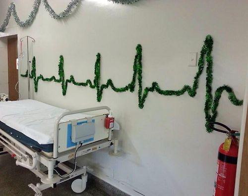 Decoración de Navidad en la sala de emergencia!