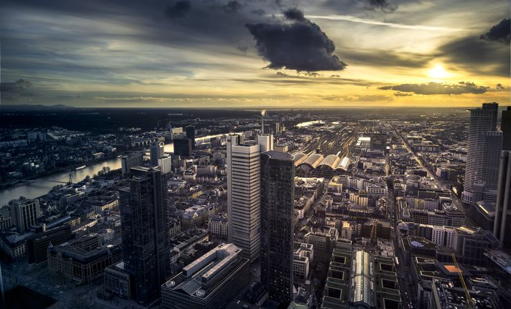Sunset above Frankfurt - My first visit at the roof top from the Maintower. The weather conditions were great. The overall view and all the possibilies in framing are overwhelming up there. I love how the sun hit the main train station and how the lake floats through the city.