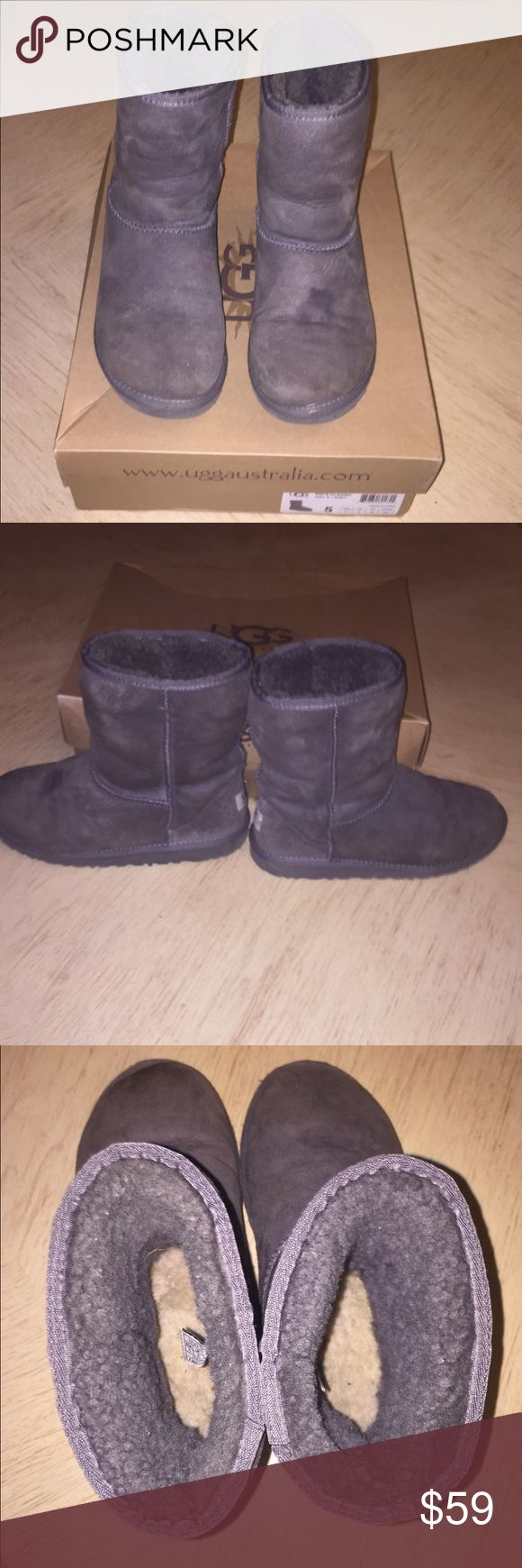 Short Grey Ugg Boots Short Grey Ugg Boots. Has a Stain on the Toe, (Pictured)I have Not Tried to Treat or Clean it Some Wear & Tear, in Ok Condition. Still Super Comfy!! Please Feel Free to Make an Offer! Please Ask if You have Any Questions Before Buying! Thank you UGG Shoes Boots