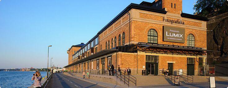 Fotografiska - Aperto nel 2010, il Fotografiska è una delle attrazioni più amate dai turisti in visita nella Capitale svedese. Nel quartiere bohemien di Södermalm, affacciato sul mare e con vista panoramica sullo skyline di Stoccolma, questo museo è l'indirizzo perfetto per gli amanti della Fotografia contemporanea. L'edificio in mattoni rossi risalente al 1906, era un vecchio magazzino industriale.