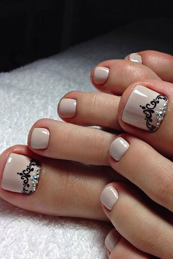 Resultado de imagen para decoracion de uñas de moda para los pies