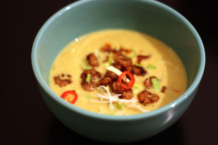 Når det er koldt udenfor (og det skal jeg da lige love for, at det er i disse dage!), så er det perfekt med en skål varm suppe til aftensmad. Den opmærksomme læser vil vide, at jeg ikke er så stor ...