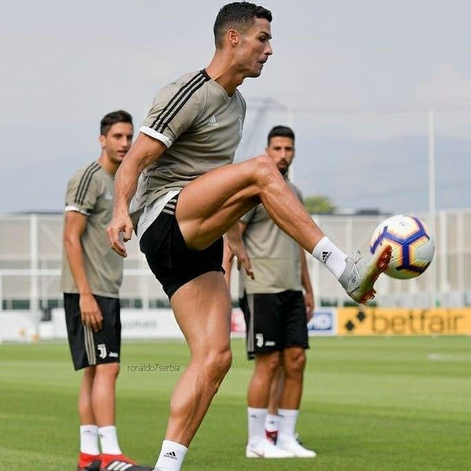 Look At Those Leg Muscles Ronaldo Football Cristino Ronaldo Ronaldo
