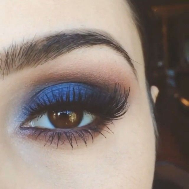 love the pop of electric blue on this smokey eye! ~ we ❤ this! moncheriprom.com