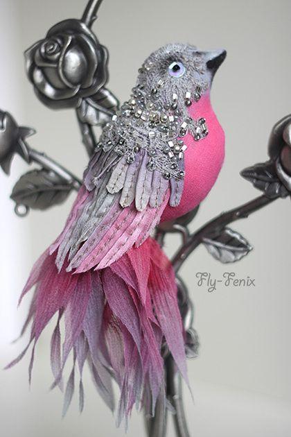 брошь Серебрянный Пион. Одними из самых восхитительных по оперению и причудливости являются, бесспорно, райские птицы. Восхитившись их очарованием, я воплотила эту красоту в серии текстильных брошек из шелка и хлопка. Да, да!