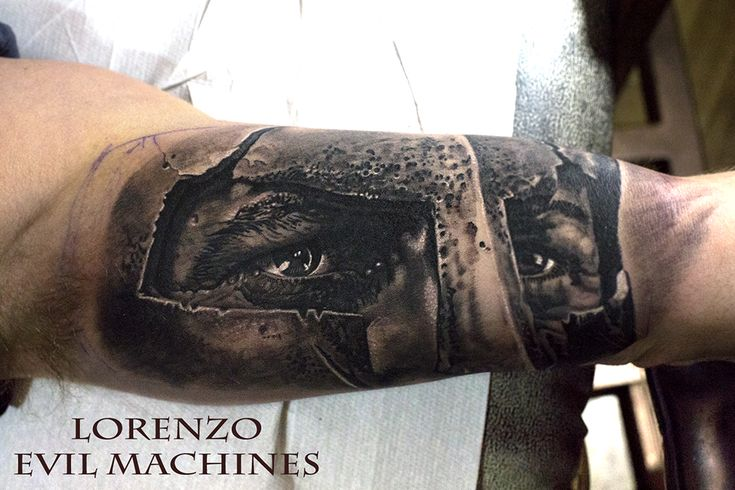 Realistic Tattoo by Lorenzo Evil Machines, Roma Italia - 300 The movie - Spartan Leonid Gerard Butler - Interno Braccio - Realistic Black and Gray Tattoo by Lorenzo Evil Machines - Roma - tatuaggi realistici e ritratti 3D