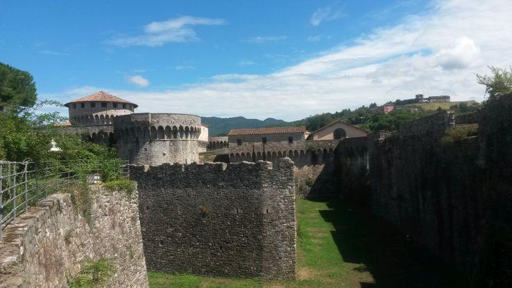 The fortress of Sarzana  #ohmyguide #travel #italy #liguria #sarzana #walkingtour #wanderlust #italian