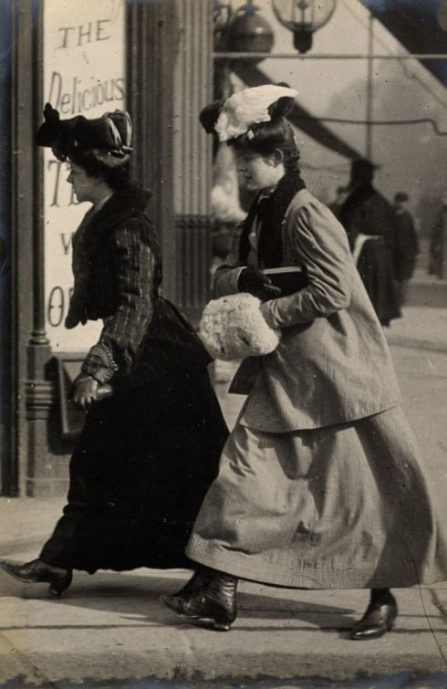 Two women wearing gloves and muffs in July 1906 in Notting Hill Gate, Edward Linley Sambourne.