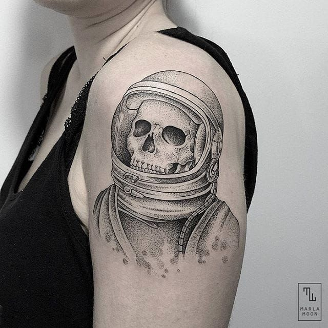 the astronaut on moon tattoo - photo #19