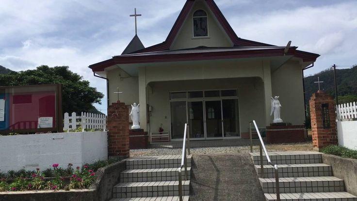 1892年(明治25年)10月マルマン神父(その後長崎教区の黒島教会を建設された)大熊教会着任。浦上、有屋(ありや)でも宣教開始。1か月後の11月7日借家の教会で集団洗礼。戦時中カトリック排撃の標的にされた福永熊千代産婆さんもその一人。3年後の1895年(明治27年)聖堂が落成献堂。司祭館も。1896年(明治29年)11月、マルマン神父香港へ転勤。1927年(昭和2年)セラフィン神父着任。8月15日、浦上-大熊間で聖母行列を行う。10月22日、教皇大使による堅信式。翌年4月17日、ルルド聖母祭。大笠利から80名の巡礼団参加。現在の教会は1984年(昭和59年)7月15日落成献堂。保護の聖人はルルドの聖母。 解説:鹿児島司教 パウロ 郡山健次郎