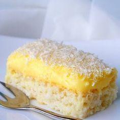 Rendszeresen szoktam készíteni, mert ebéd után jól szokott esni a családnak ez a könnyed süti :) Hozzávalók: A tésztához: 5 evőkanál rétesliszt 20 dkg porcukor 7 tojásfehérje 20 dkg kókuszreszelék A krémhez: 20 dkg margarin 7 tojássá...