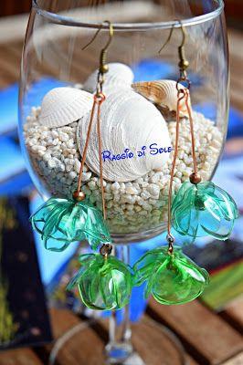 Rame, bronzo e plastica in due sfumature di verde...orecchini lunghi circa 10 cm. #orecchini #plastica #riciclo #handmadesummernights #thecreativefactory