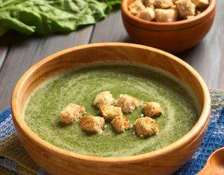 La minestra di cardi è un piatto tipico del cuneese.