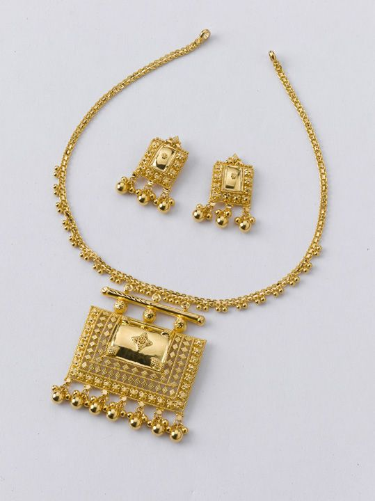 Beautiful Necklace set from the gold factory   Necklace - 13.300 gm, Rs 46,000/- Earrings - 3.600 gm, Rs 12,450/-