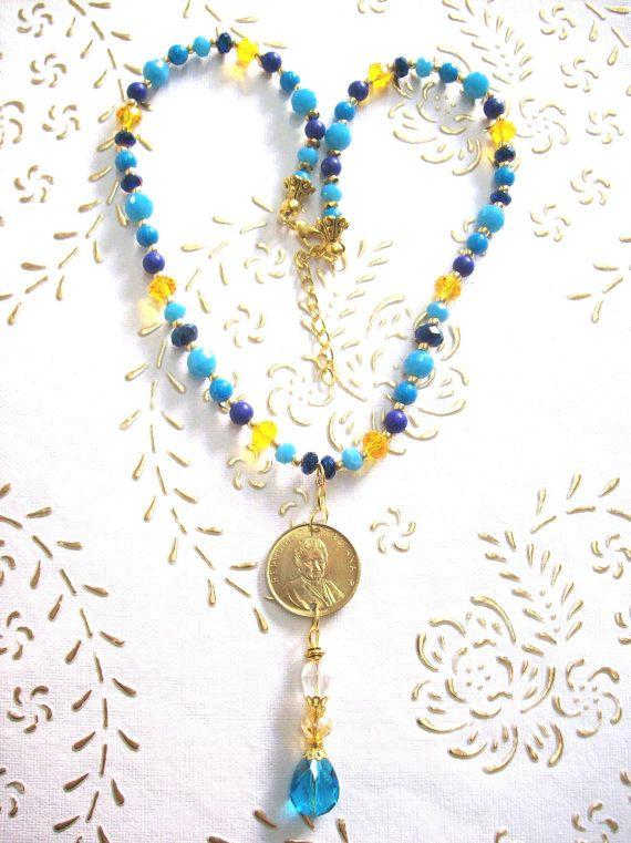 Ciondolo moneta Maria Montessori. Mano in di troiloartevintage