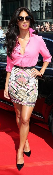 Nicole Scherzinger's jewelry, black patent pumps, and print skirt?  OPEN COLLAR  BRIGHT PINK                ,, w PRINT SKIRT  TINY BELT