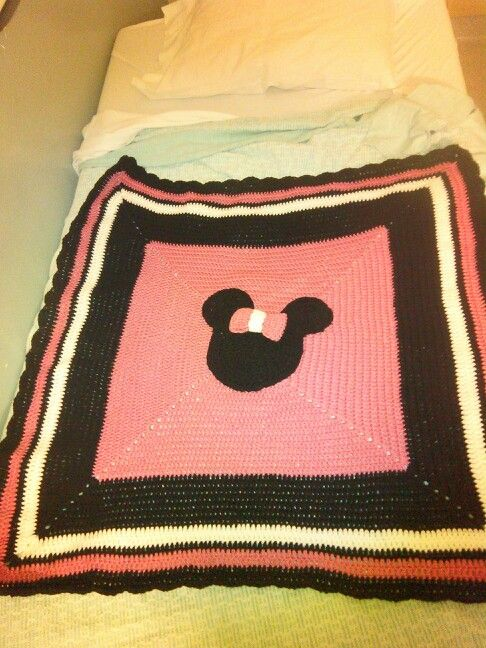 Mickey Mouse Crochet Baby Blanket Pattern : Minnie Mouse crochet blanket Faction Pinterest Mice ...
