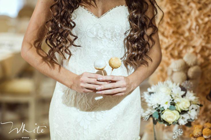 """Пока большая часть страны наслаждается новогодними каникулами, мы уже активно готовимся к новому свадебному сезону!   Желаем Вам удачного дня, позитивного настроения, искреннего счастья и тепла в эти зимние дни!❄  Ваша Студия особенных свадеб """"WHITE""""!  8-961-262-04-90"""