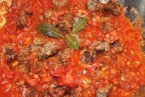 Albondigas   Diese herzhaften Fleischbällchen sind mit ihren Gewürzen vor allem durch die arabische Vergangenheit Mallorcas geprägt. Serviert werden die Albondigas mit Tomatensauce. Das komplette Rezept gibt es auf unserer Seite unter: https://www.fincas.de/reisefuehrer/mallorca/spanische-rezepte Viel Spaß beim Kochen wünscht Ihnen fincas.de