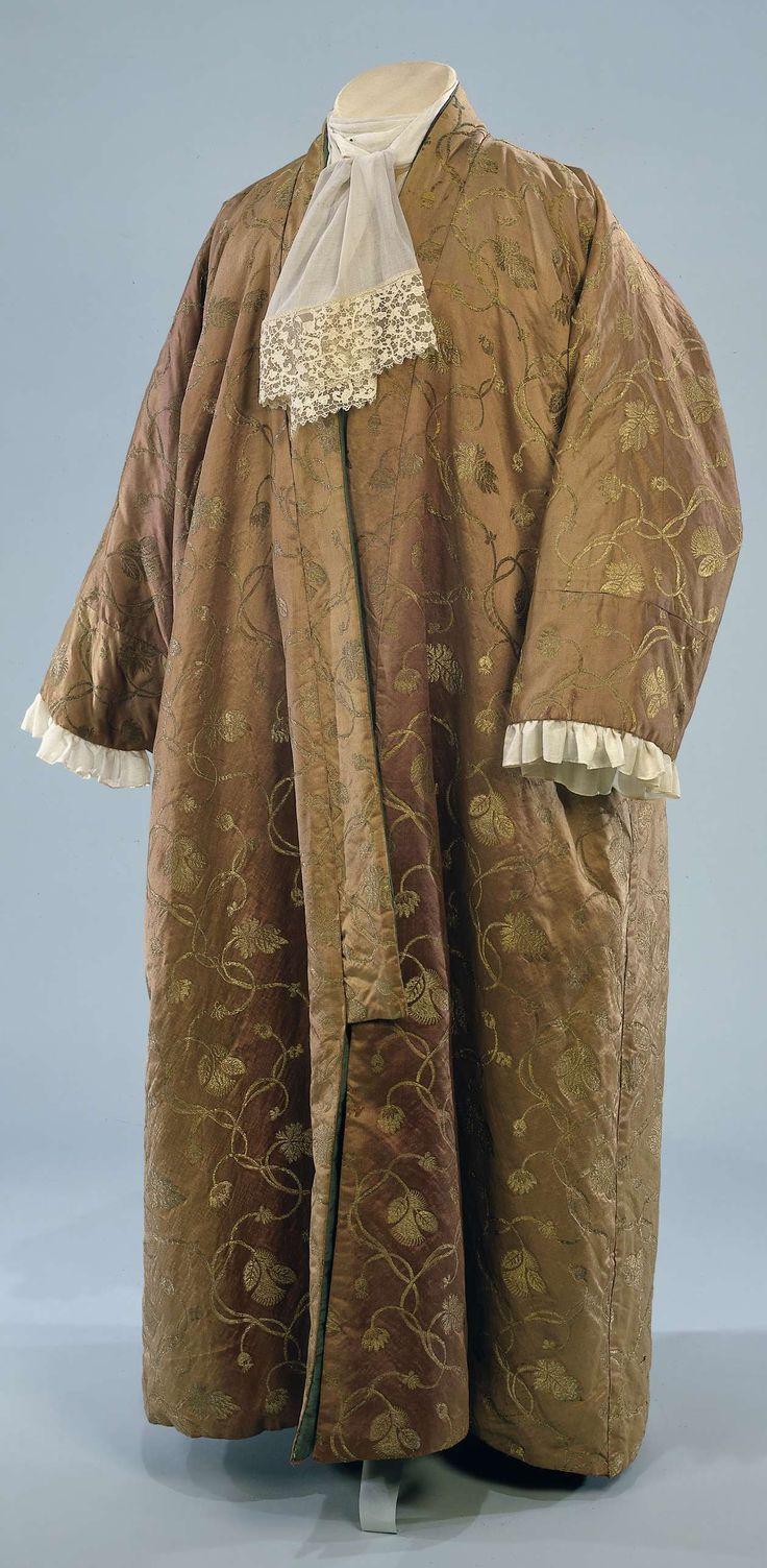Japonse rok van oorspronkelijk paarse zijde ingeweven met bloemen van gouddraad, mogelijk toebehoord aan koning-stadhouder Willem III, anoniem, 1675