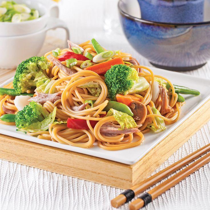 Envie d'un repas chinois? Concoctez ces spaghettis qui se préparent en un rien de temps!