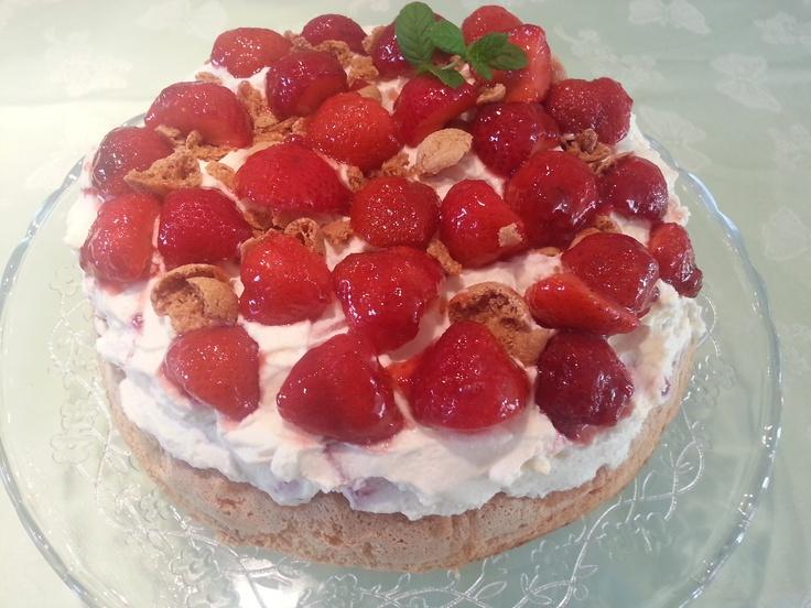 Strawberry - Mascarpone Cake with Amarettini