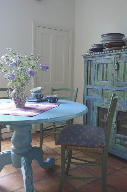 I want to put my arms around this color.: Dining Rooms, Diy Ideas, Kitchens Design, Paintings Tables, Shabby Chic, Interiors Design Kitchens, Kitchens Tables, Blue Tables, Round Tables