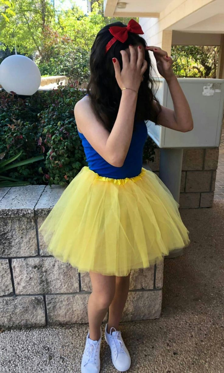Snow White Costume Costume Diycostumeforteenagers Snow White In 2020 Teenage Halloween Costumes Princess Halloween Costume Snow White Costume
