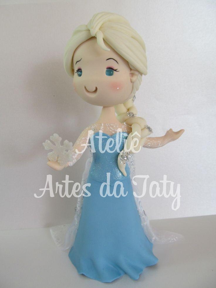 Topo de bolo Elsa frozen (fofinha) <br>faço outros temas e personagens <br>alt. aprox. da bonaca 17cm