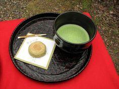 Té verde Matcha: propiedades, características, origen y usos. Té Matcha, el más versátil de todos los tipos de té y el más utilizado en recetas.