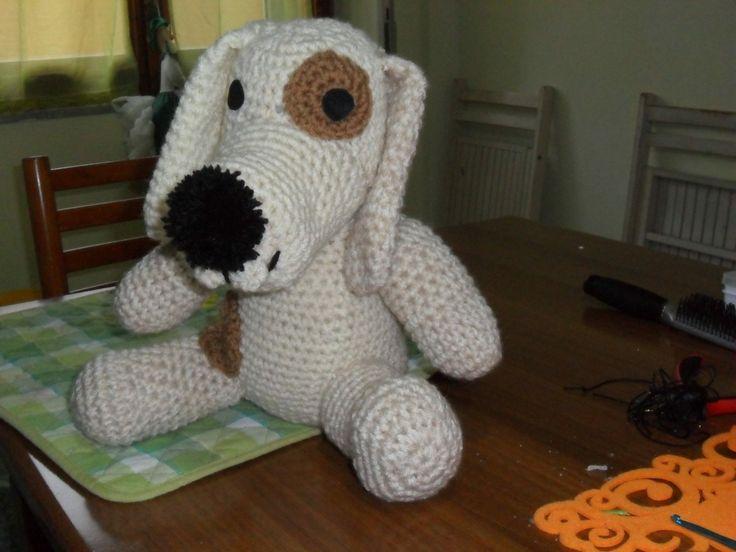 Cane bianco con macchie marroni lavoro amigurumi