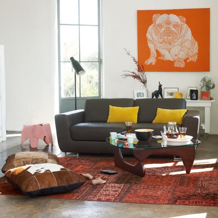 Cojines de cuero, sofá de 3 cuerpos y mesa de centro Nogu