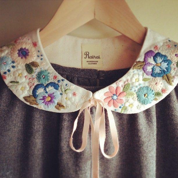 刺繍の付け襟つきワンピース