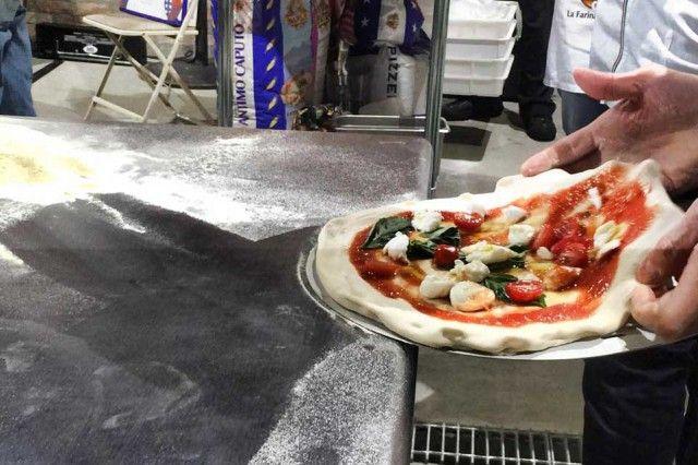 La pizza napoletana vola Oltreoceano con due appuntamenti che esaltano il valore internazionale del piatto tipico partenopeo. C'è il Trofeo Caputo che per la prima volta sbarca negli Stati Uniti,  >>