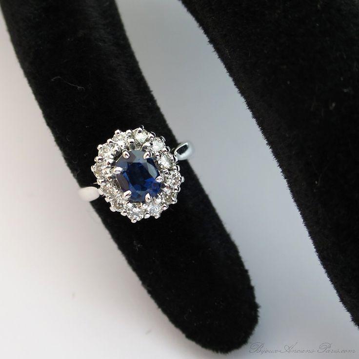 Bague de fiançailles fleur saphir entourage diamants monture or blanc 1582