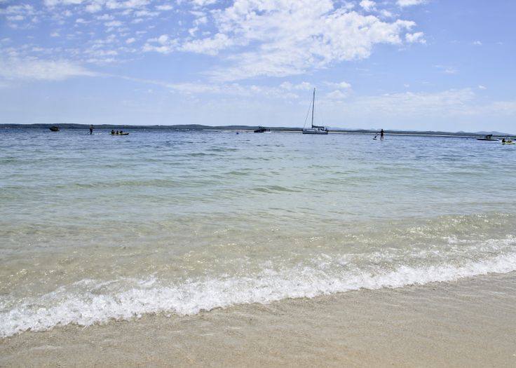 Fly Point Beach, Nelson Bay. Beautiful calm waters perfect for a paddle or a swim. If you are feeling more adventurous you can hire a kayak or stand up paddle board here... #flypoint #portstephens