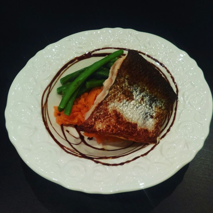 I copied Cafe Greco's atlantic #salmon dish because I'm obsessed. Pan seared atlantic salmon sweet potato mash and green beans with balsamic glaze