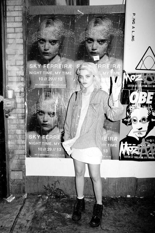 MUZIEK. Ik vind Sky Ferreira een erg goede artiest. Haar stijl is erg 90's grunge, wat me heel erg aanspreekt en ze maakt een soort elektro muziek, waar ik erg van houd.