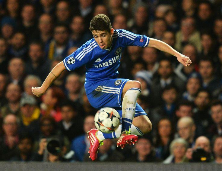 Oscar dos Santos Emboaba Júnior, en favor del Chelsea FC en partido de Champions League.