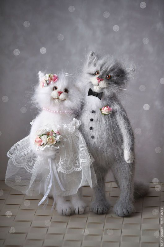 Author's toy knitted bride and groom Submitted 22-25 cm and crochet mohair and wool.  Inside the sturdy wire frame (all paws, tail and neck are bent).  standing alone