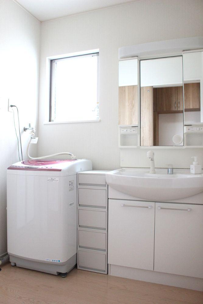ちいさな我が家の 洗面所 作りつけの収納もない 狭い洗面所なので