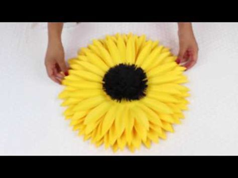 ABC TV | Como fazer a flor de papel do girassol do papel do Crepe - Tutorial do ofício - YouTube