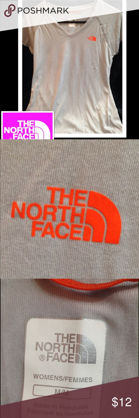 🚴🏻♀️The North Face Lightweight T-Shirt Med. Stay dry during sweaty gym cardio sessions wearing The North Face Reaxion Amp V-Neck T-shirt. Soft knit fibers are treated to handle moisture during intense aerobic activity.  Smooth and soft against the skin, the quick-drying VaporWick® fabric moves sweat away from the skin so it can evaporate quickly The North Face Reaxion Amp V-Neck T-shirt features a flattering V-neck, raglan sleeves, a drop-tail hem and a convenient locker loop. Can be with…