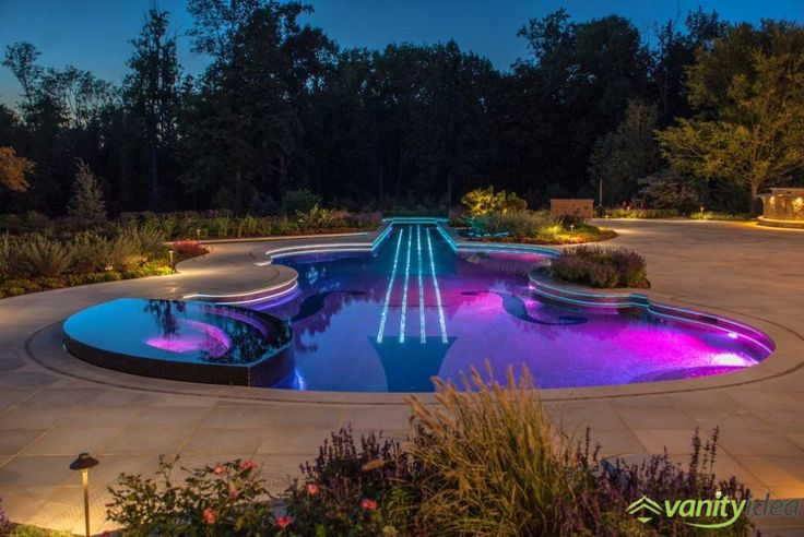 pool replica of a Stradivarius Violin